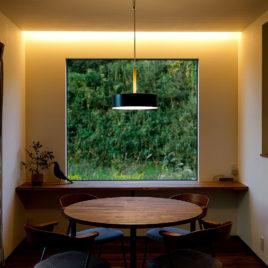 新築施工事例に「外と内が交わる家」を追加しました。
