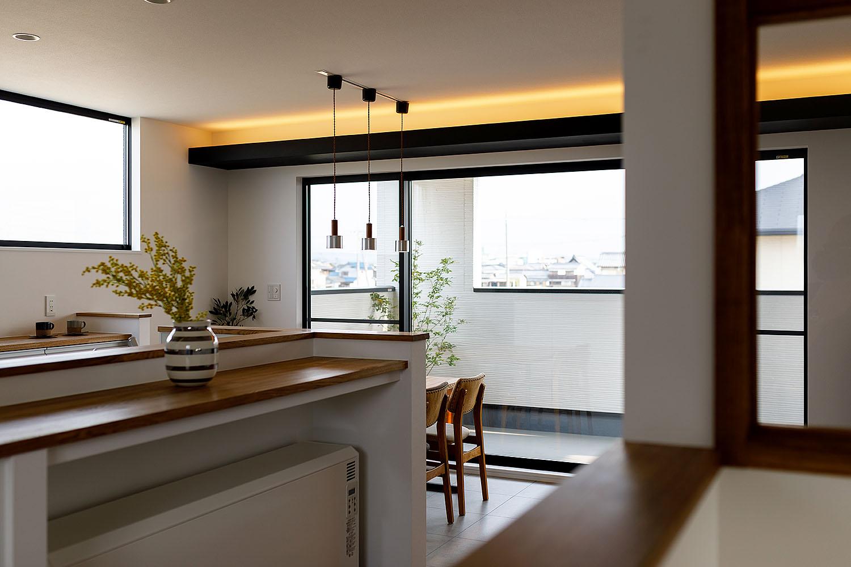 新築施工事例に「バルコニーに包まれる家」を追加しました。