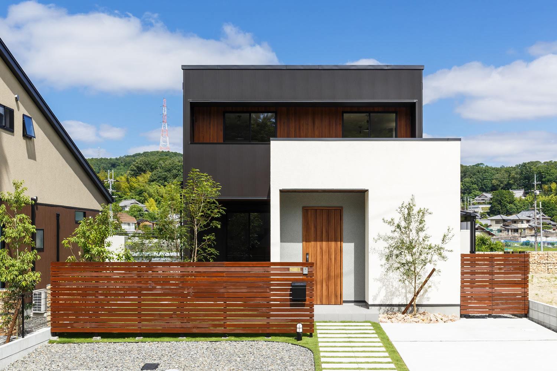 新築施工事例に「木と鉄が織りなす二重箱の家」を追加しました。