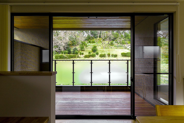 空と緑と会話する家【生駒市】